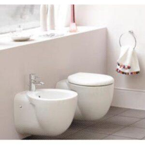 Small+ vägghängd toalett